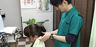 問診・視診・触診にて症状をチェックし、痛みの元がどこかを把握。